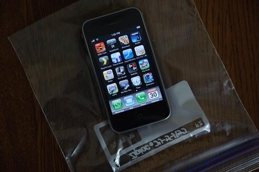 dùng túi zipper đựng điện thoại